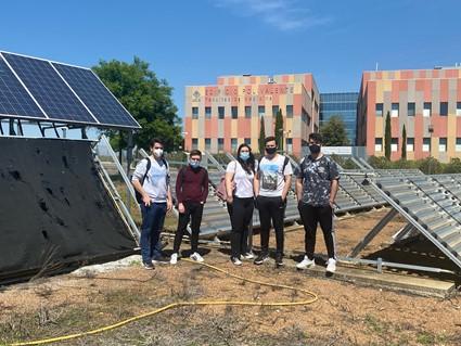 """Alumnos de la asignatura """"Tecnología del Medio Ambiente"""" hacen prácticas en la instalación semi-industrial de fotocatálisis solar para tratamiento de aguas industriales"""